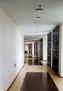 门廊宽敞明亮