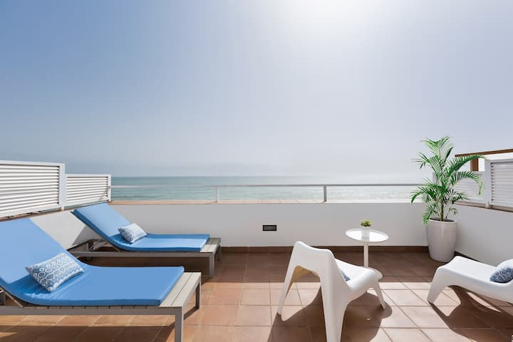 Beachfront 1 bedroom penthouse with large terrace