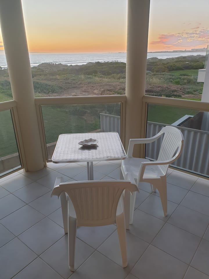 Beachside Getaway (upstairs)