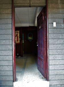 넓은 게스트 출입구