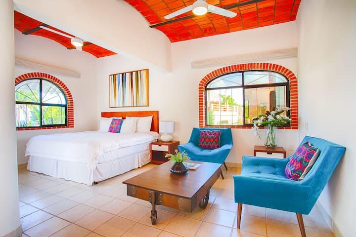 Ocean Views & Private Rooftop Deck Villa Isabella