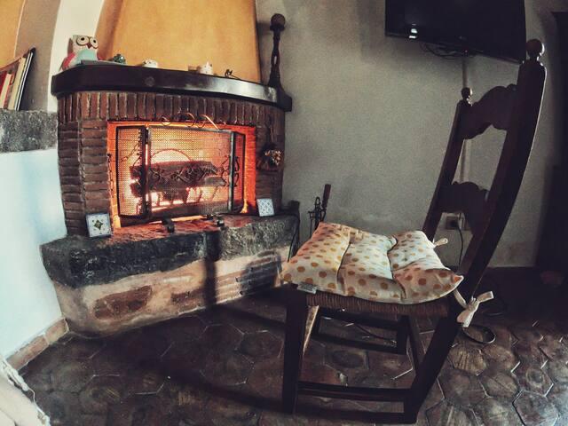 Cozy Sicilian Villa w/Pool and Fireplace near Etna