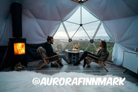 Moderne turf house & Arctic Dome