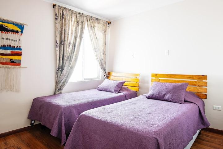 Súper central, desayuno gratis, camas separadas.