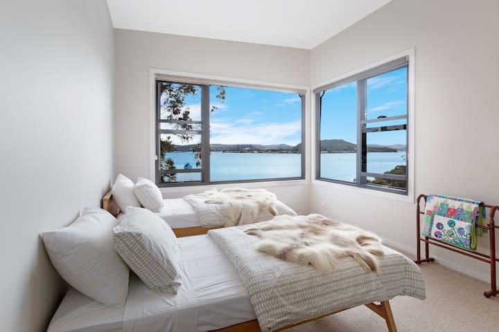 3rd bedroom (upstairs)