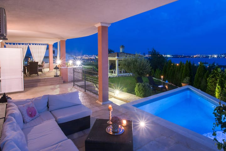 Holiday House Dita - with the pool and sea view