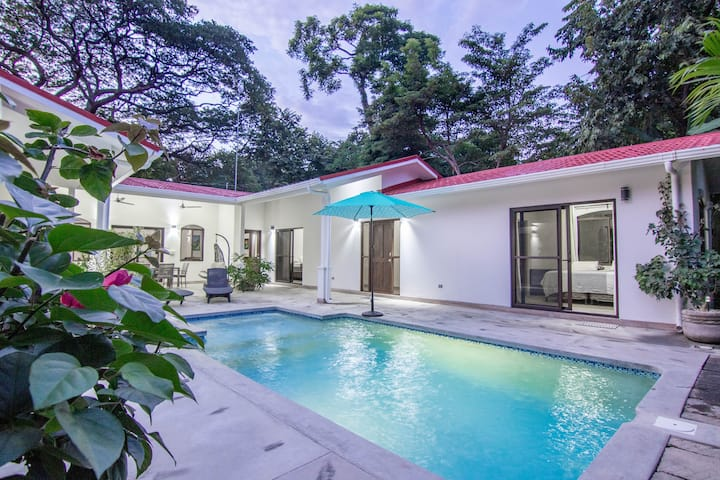 A block to beach House with pool in Playa Colorado