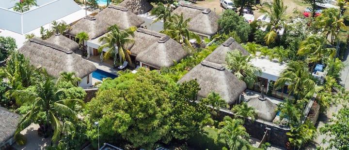 Navani 3 bedroom private villa & pool- beach 500m