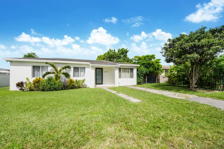 Remodeled 2 bedroom PET FRIENDLY Vacation Home