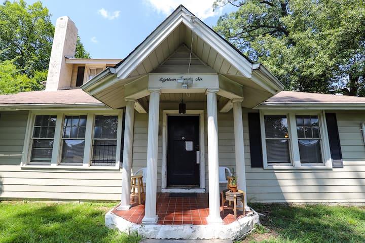 Memphis R&R House // Sunroom - Dorm Bed 5