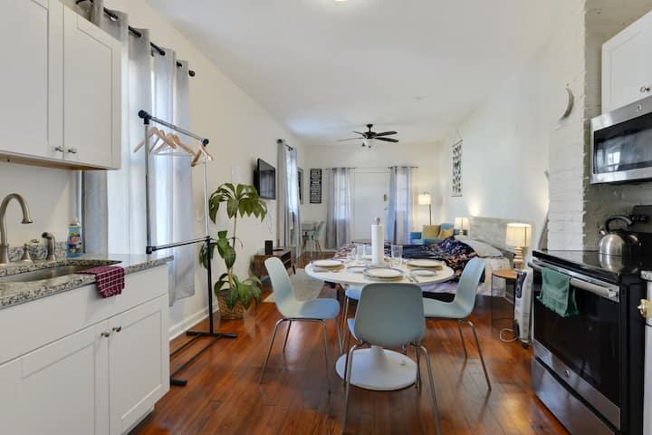 Lovely Studio Apartment near St. Claude Ave.