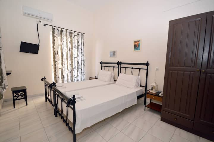 Standard Double or Twin room | Koukounari Rooms