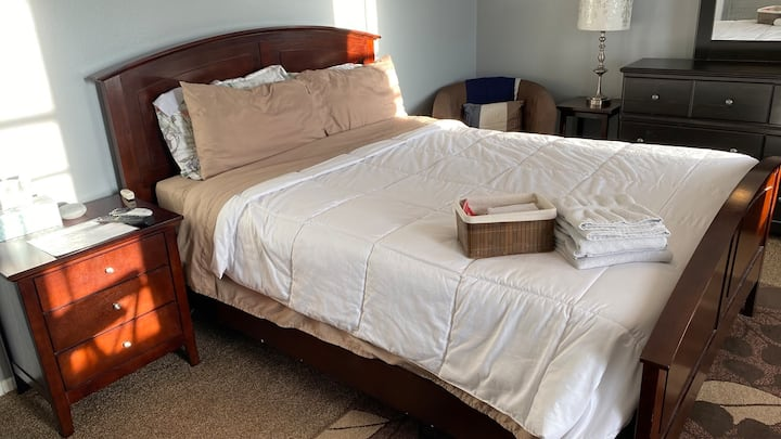 Master Room w/ Queen Bed, non-smoking home