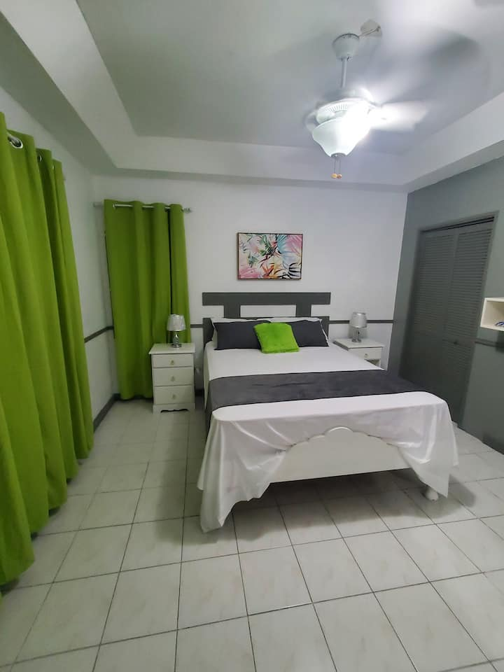 LorChris    Room #1
