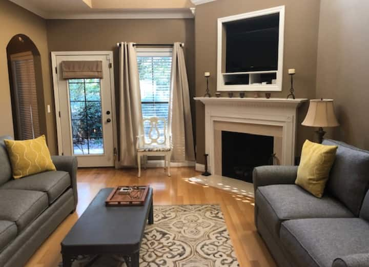 Auburn Townhome - 2 Masters & Large Loft