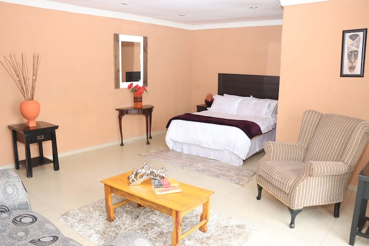 Tranquil Private Room Gateway /5km Carnival City