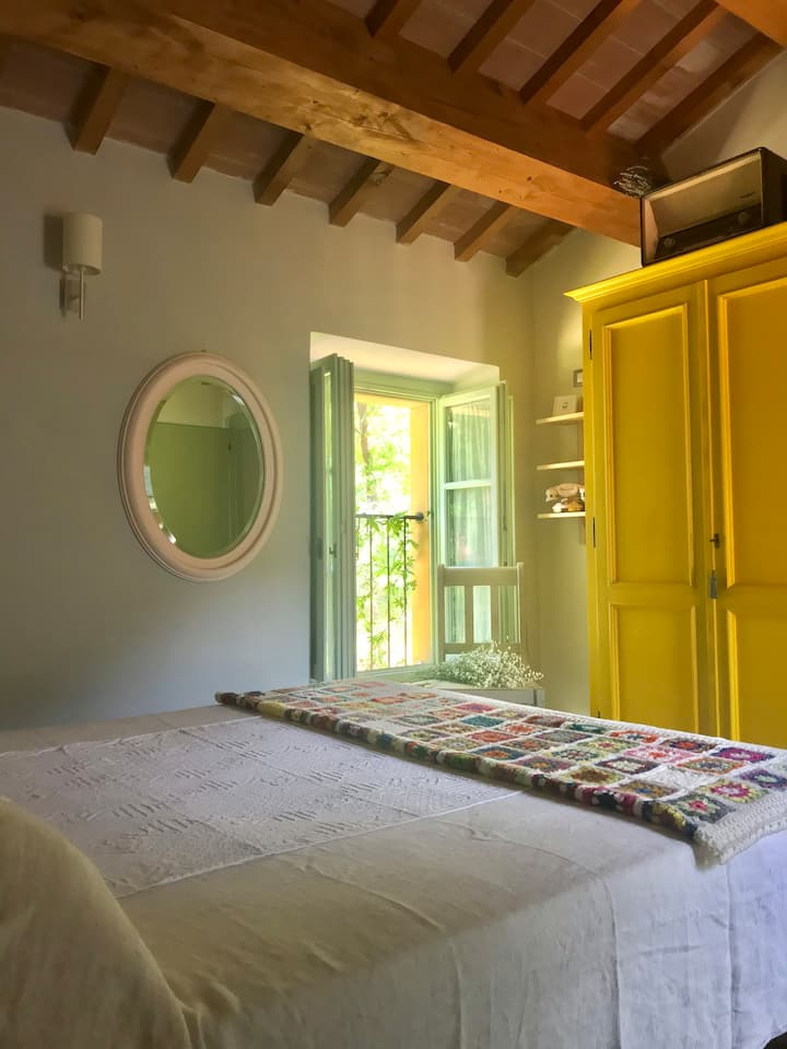 Casa Gialla, stone farmhouse in the heart of Italy