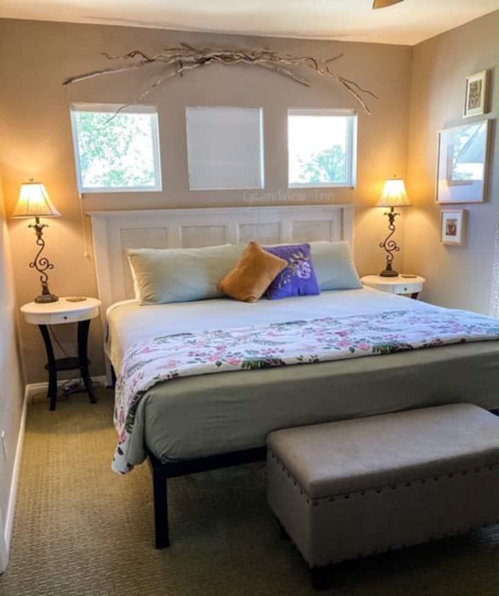 Grandview Inn B&B - River Room