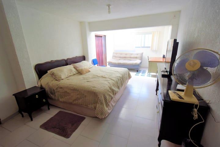 Alojamiento céntrico /stay on a centric nice area.