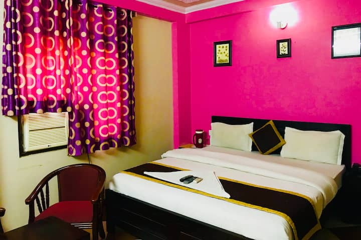 Tuk Tuk backpackers Deluxe Room A/C with breakfast