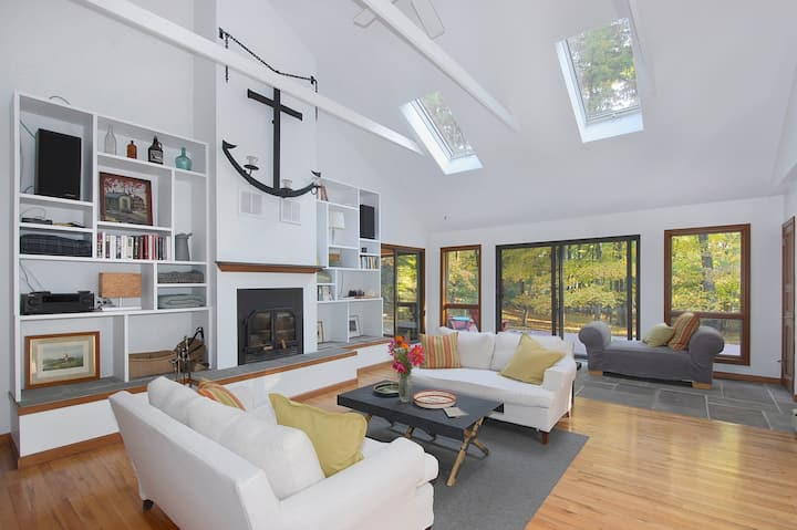 Secluded Contemporary w/ Fireplace in Stone Ridge