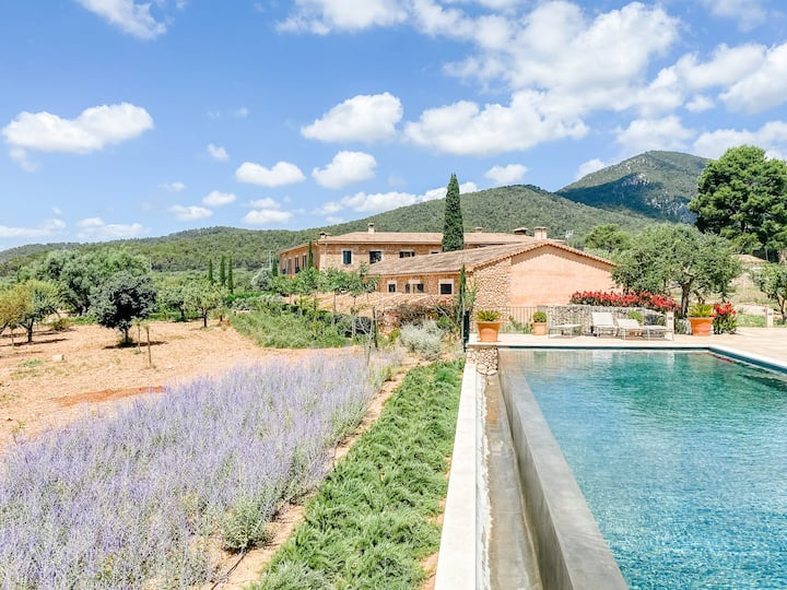 Cosy Two- Bedroom Apartment in a beautiful finca