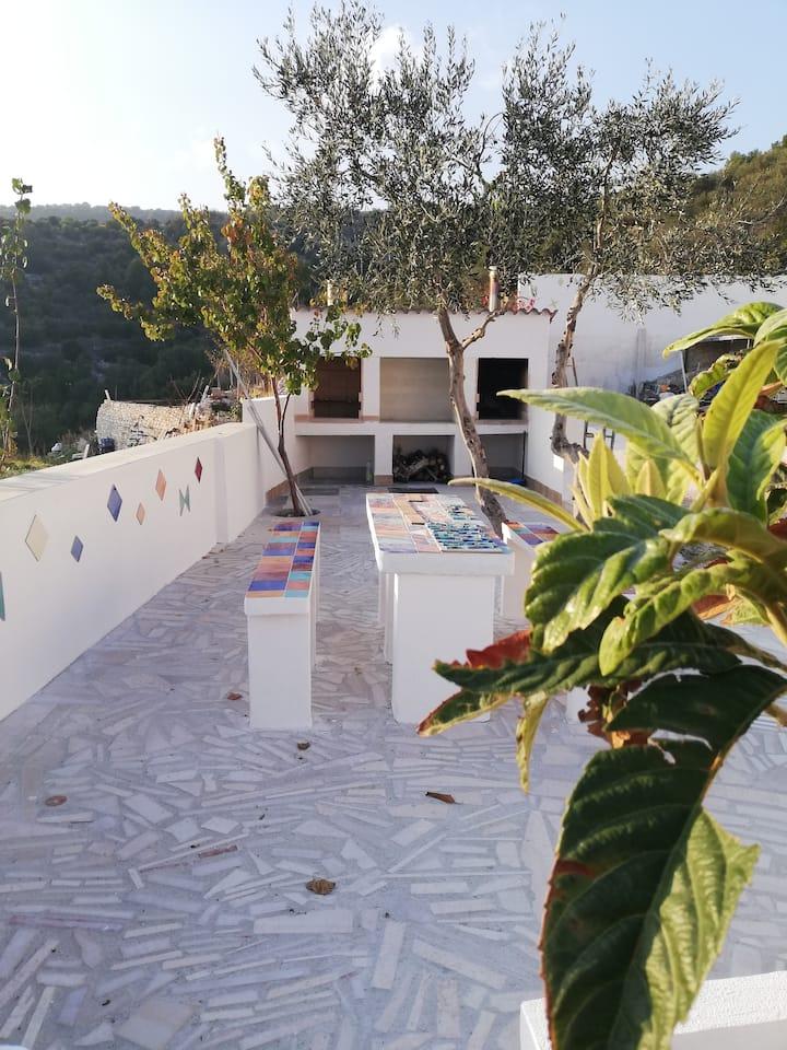 Casa con giardino con vista panoramica