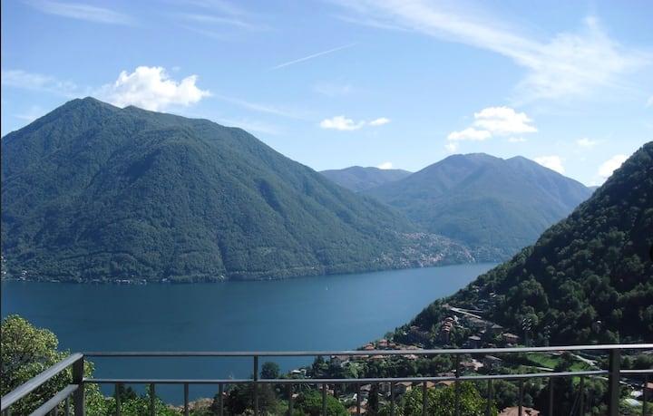 Villa Rosa lake view villa with private pool