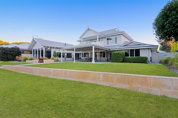 Murray River Retreat - Absolute River Front