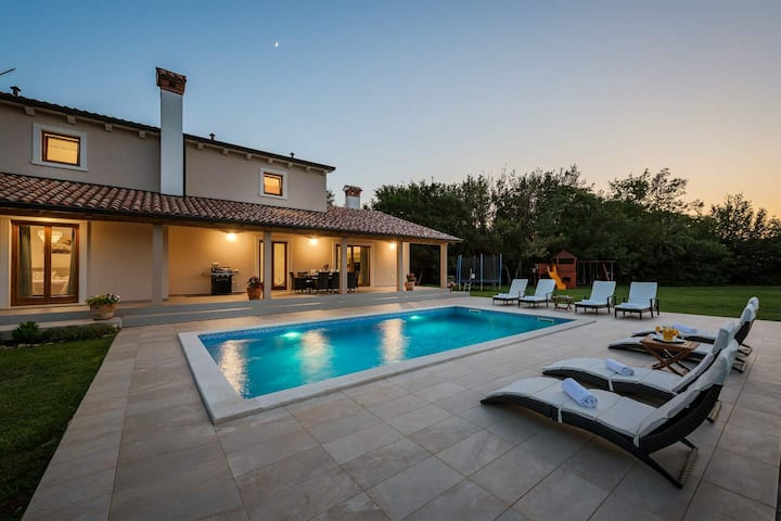 Villa Flora with pool set in greenery