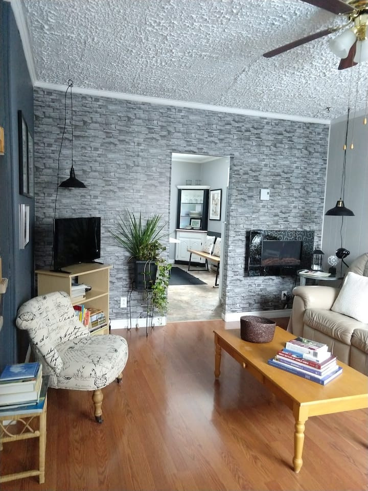 Beautiful two story townhouse/downtown/waterfront