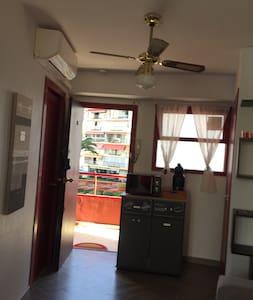 Porte d entrée de l appartement.