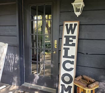 Hyrje e gjerë për vizitorët