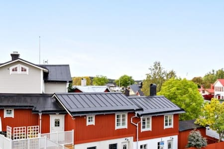 Cozy red house in central Vaxholm  & experiences