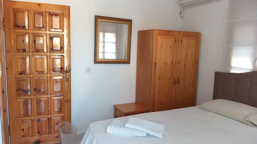 Yatak Odası 3 (Büyük Yatak, Elbise Dolabı, Ayna) Bedroom 3 (Double Bed, Dress Cabinet Mirror)