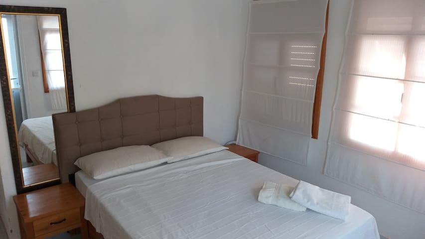 Yatak Odası 1 (Büyük Yatak)  Bedroom 1 (Double Bed)