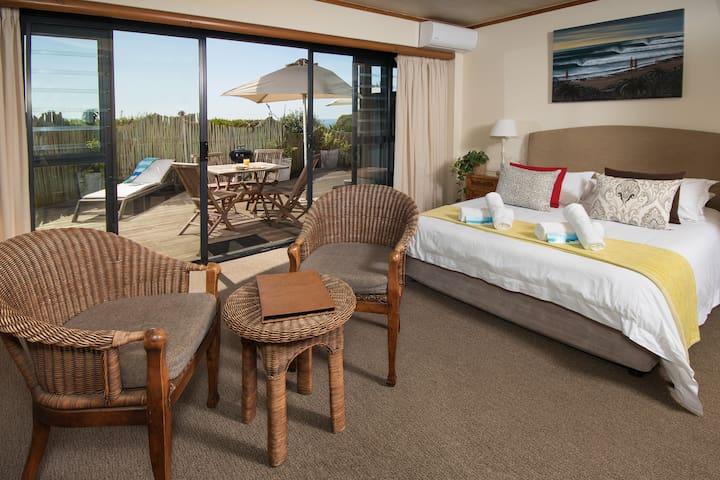 African Perfection 1: Room 3 - Ground Floor Suite