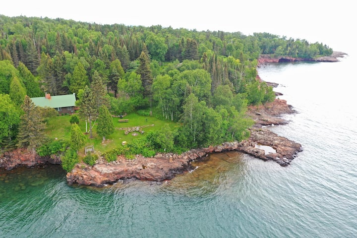 Classic Vintage Log Cabin on Lake Superior