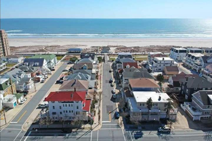 4th House from the Beach, Sleeps 14, Plus Parking!