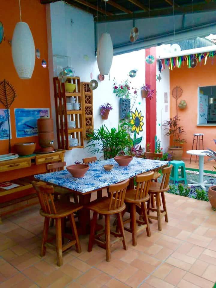 Quarto privativo em hostel (com café da manhã)