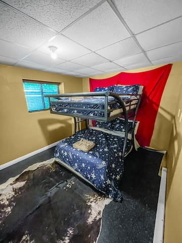 Bring the kids! Full size bunk bed in basement sleeps 4.