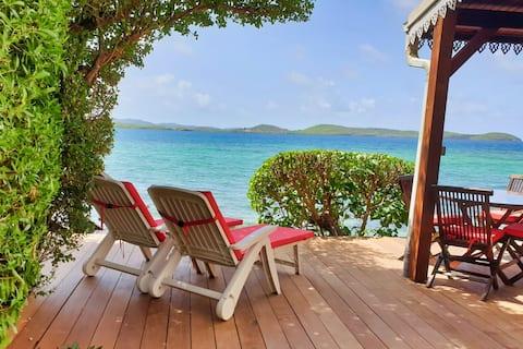 Bungalow  et terrasse privative sur la mer