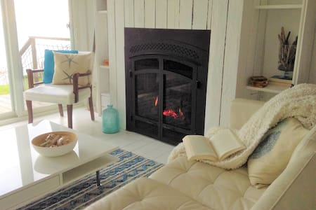 Modern Waterfront Retreat - Crescent Bay Cottage