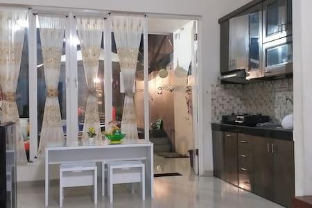 Ruang keluarga dan makan