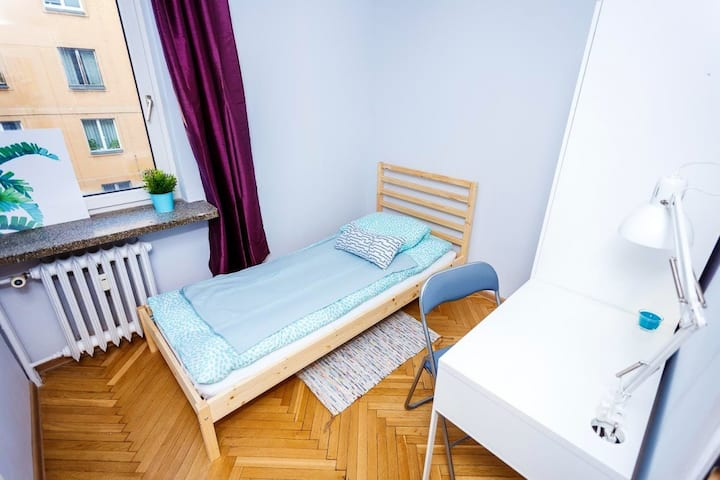 Single  room close to Old Town/ Pokój Długa