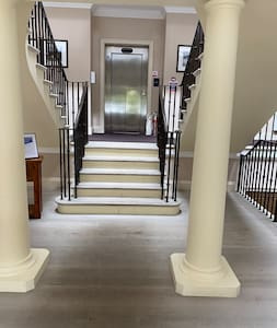This is the entrance hall. There is a wheel chair lift to go from this level to the apartment level and lift level.