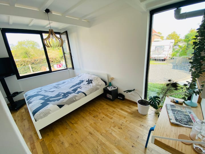 Sunny room with big garden near the city center!