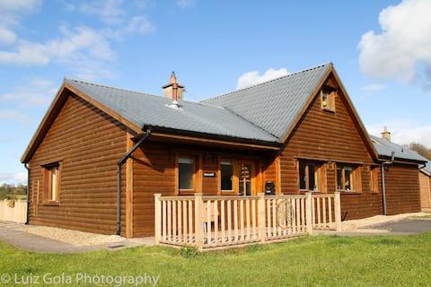 Rowan Lodge - Holiday Home  'mi casa, es su casa'