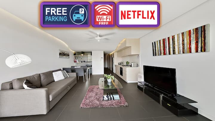 Modern Unit With Balcony and Telstra Tower Views