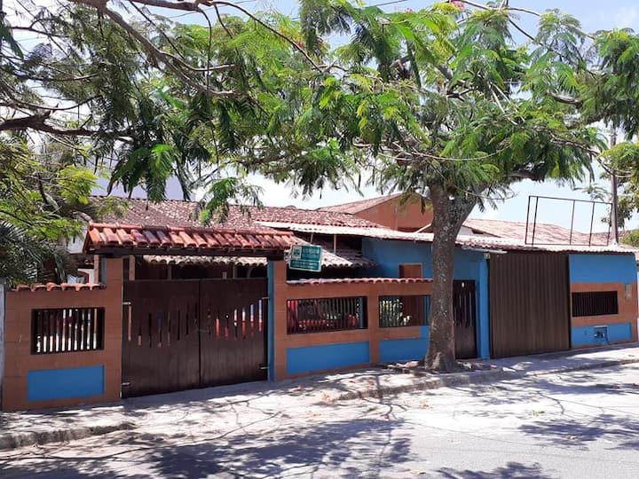 Aluga-se suíte c/ar - Centro de Rio das Ostras/RJ